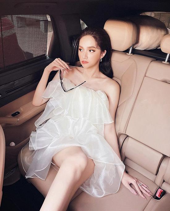 Hương Giang chọn váy áo tôn vai gầy - Ảnh 3.