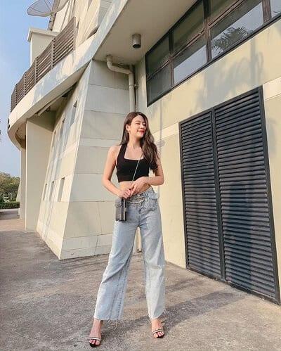 Áo croptop sát nách phối với quần cạp cao chất jean