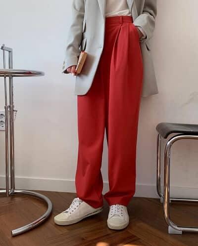 Đôi khi phối màu chiếc áo blazer cùng với quần cạp cao tạo nên sự khác biệt