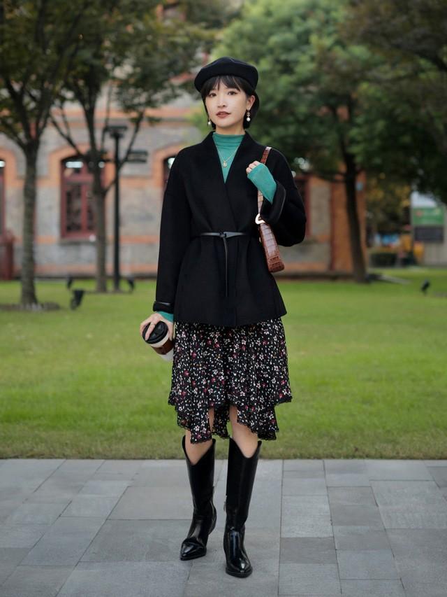Street style Châu Á: Toàn mặc jeans cơ bản nhưng nàng nào cũng đẹp nhờ kết hợp đúng kiểu giày - Ảnh 8.