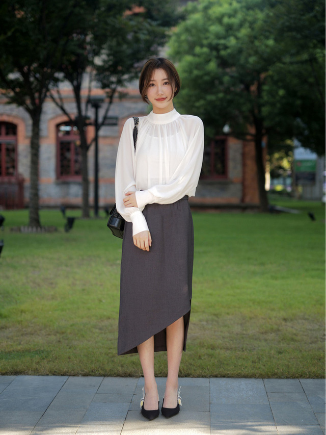 Street style Châu Á: Toàn mặc jeans cơ bản nhưng nàng nào cũng đẹp nhờ kết hợp đúng kiểu giày - Ảnh 11.