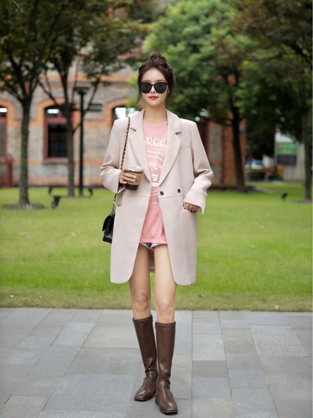 Street style Châu Á: Toàn mặc jeans cơ bản nhưng nàng nào cũng đẹp nhờ kết hợp đúng kiểu giày - Ảnh 15.