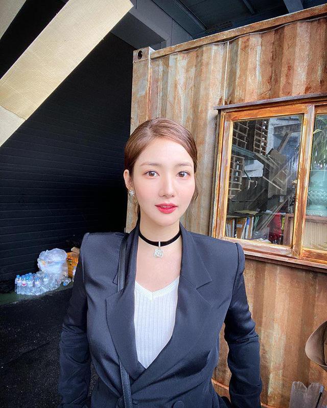 Nhan sắc lên xuống thất thường nhưng gout thời trang công sở 30 của Park Min Young đẹp miễn chê - Ảnh 4.