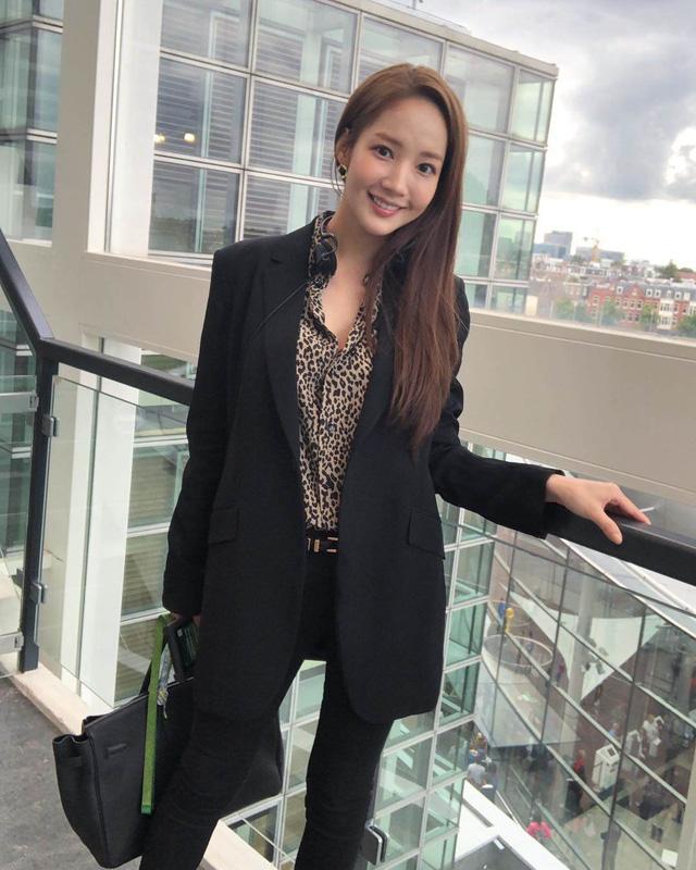 Nhan sắc lên xuống thất thường nhưng gout thời trang công sở 30 của Park Min Young đẹp miễn chê - Ảnh 3.