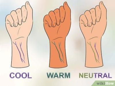 Bạn có thể xác định tông da của mình dựa vào màu sắc ở tĩnh mạch. Nếu màu xanh biển hoặc tím thì bạn có tông da lạnh. Nếu màu xanh lá hoặc olive thì bạn có tông da ấm. Trường hợp còn lại là sắc da trung tính.