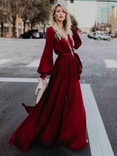 Váy maxi xẻ cổ chữ V màu đỏ mận quyến rũ