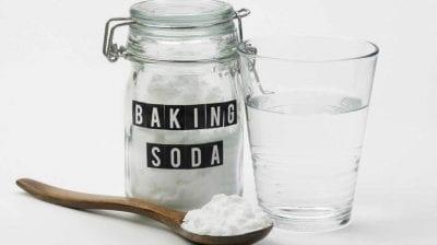 Dùng bột banking soda tẩy trắng áo sơ mi