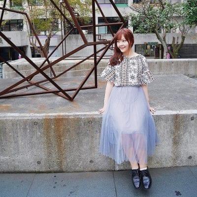 Biến mình trở thành một nàng công chúa với chân váy midi dài