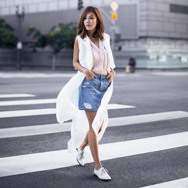 cách phối đồ với chân váy jean ôm đẹp với áo khoác dài - chân váy bò mặc với áo gì mùa đông