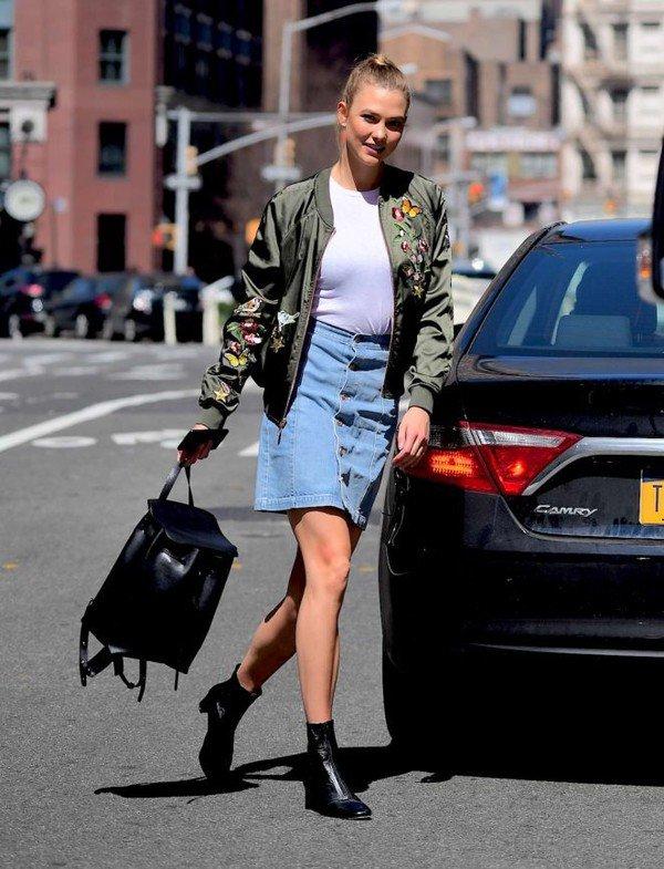 cách phối đồ với chân váy jean ôm đẹp với áo khoác bomber - kết hợp chân váy bò