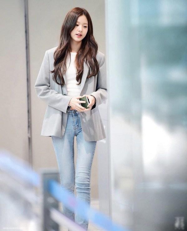 Sao Hàn diện kiểu quần jeans tưởng lỗi mốt mà vẫn đẹp lạ, nàng nhìn là muốn học theo ngay - 5
