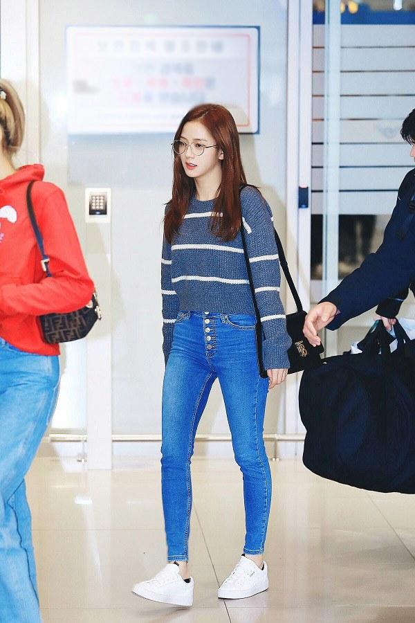 Sao Hàn diện kiểu quần jeans tưởng lỗi mốt mà vẫn đẹp lạ, nàng nhìn là muốn học theo ngay - 6