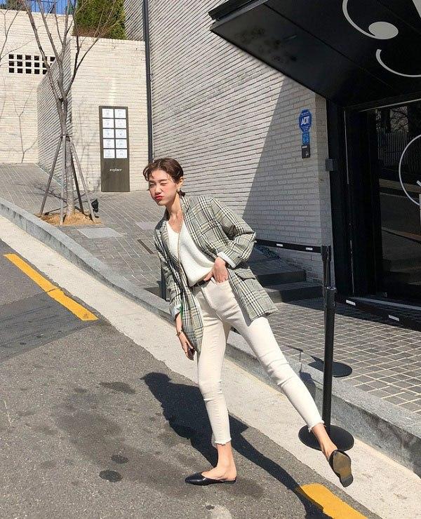 Sao Hàn diện kiểu quần jeans tưởng lỗi mốt mà vẫn đẹp lạ, nàng nhìn là muốn học theo ngay - 11