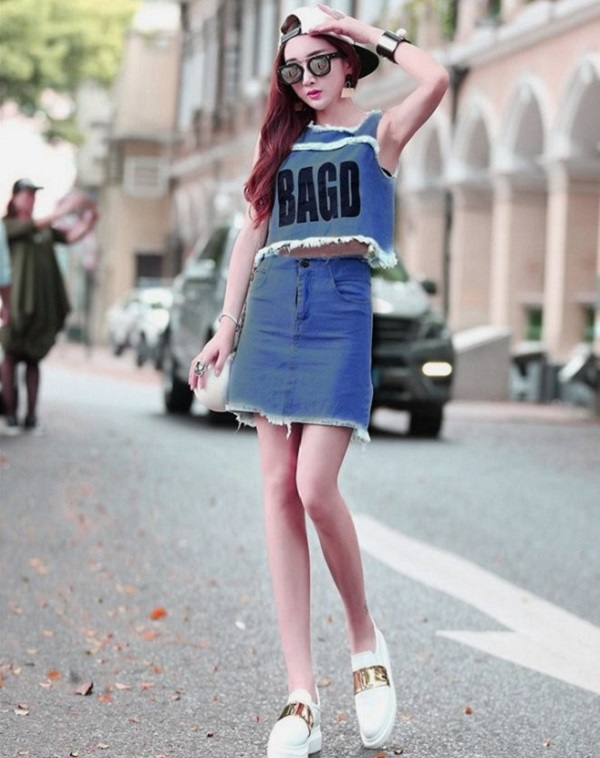 Chân váy bò chữ A dài kết hợp với áo croptop