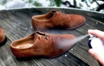 Xịt dung dịch bảo quản, làm sạch giày