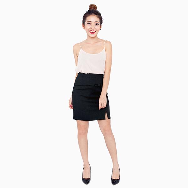 Chân váy đen ôm xẻ với áo hai dâyChân váy đen ôm xẻ với áo hai dây