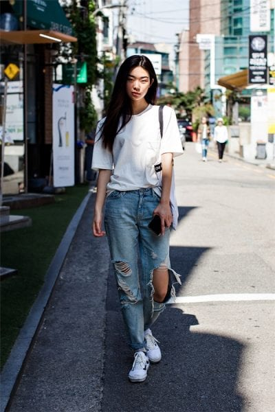 Năng động với cách phối áo thun cùng quần jeans