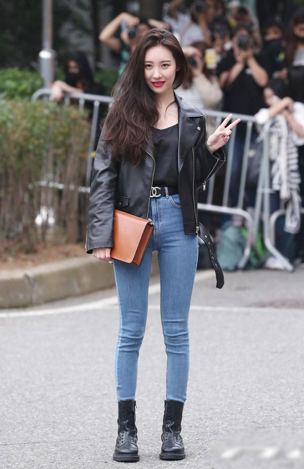 Sao Hàn diện kiểu quần jeans tưởng lỗi mốt mà vẫn đẹp lạ, nàng nhìn là muốn học theo ngay - 1