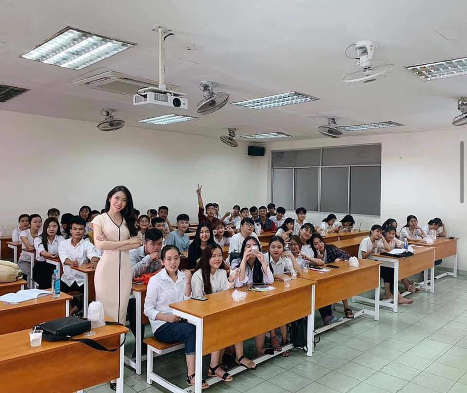 Nữ giảng viên đại học nổi như cồn, mỗi ngày đi dạy đều lên đồ chất như người mẫu - 4