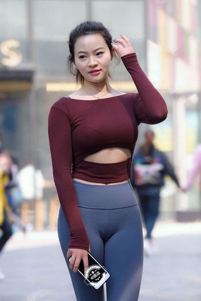 """Chiếc quần """"thị phi"""" nhất2020 là quần bó chẽn: không chỉ hotgirl, đến Hoa hậu cũng khó mặc đẹp - 3"""