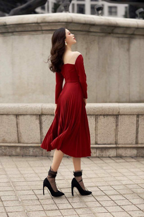 Trang phục đỏ rực rỡ, trắng tinh khôi amp;#34;hotamp;#34; nhất hôm nay: nàng lưu ngay bí quyết mặc lộng lẫy - 4