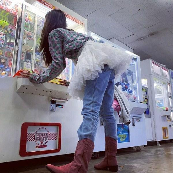 """Ăn mặc xuề xòa khó hiểu, """"nữ hoàng gợi cảm"""" xứ Hàn đánh mất danh hiệu biểu tượng thời trang - 6"""