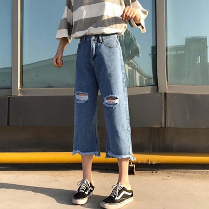 quần jean ống loe phối với giày gì, quần jean ống loe kết hợp với giày gì, quần jean ống rộng phối với giày gì, quần jean ống rộng kết hợp với giày gì, quần bò ống loe kết hợp với giày gì, quần jean ống rộng đi với giày gì, phối giày với quần jean ống rộng, cách phối giày với quần jean ống rộng