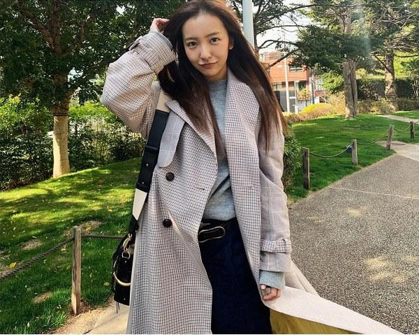 Chỉ cao mét rưỡi, nữ ca sĩ Nhật Bản vẫn diện ngon ơ các món hội chân ngắn e ngại - 4