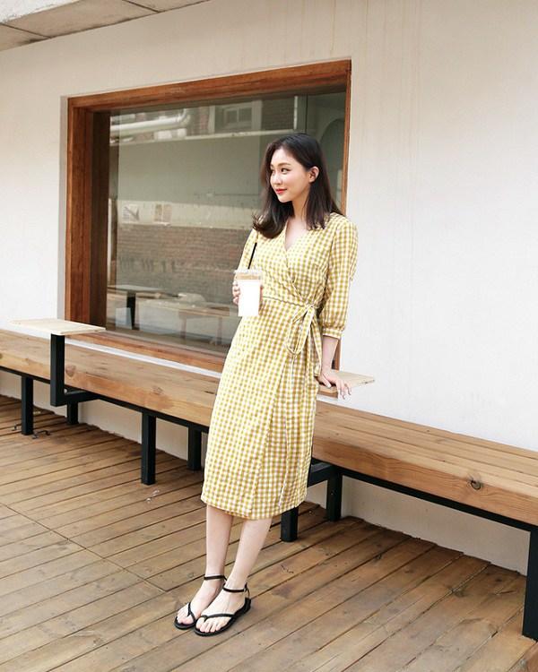 Chẳng cần sắm đồ mới, nàng diện lại mấy mẫu váy liền này là vẫn hợp mốt trong năm 2021 - 14