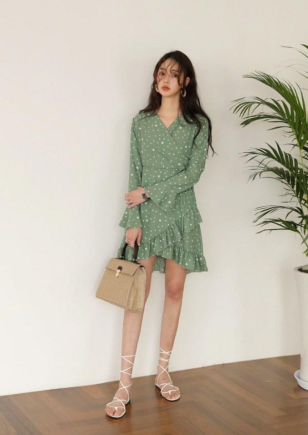 Chẳng cần sắm đồ mới, nàng diện lại mấy mẫu váy liền này là vẫn hợp mốt trong năm 2021 - 15