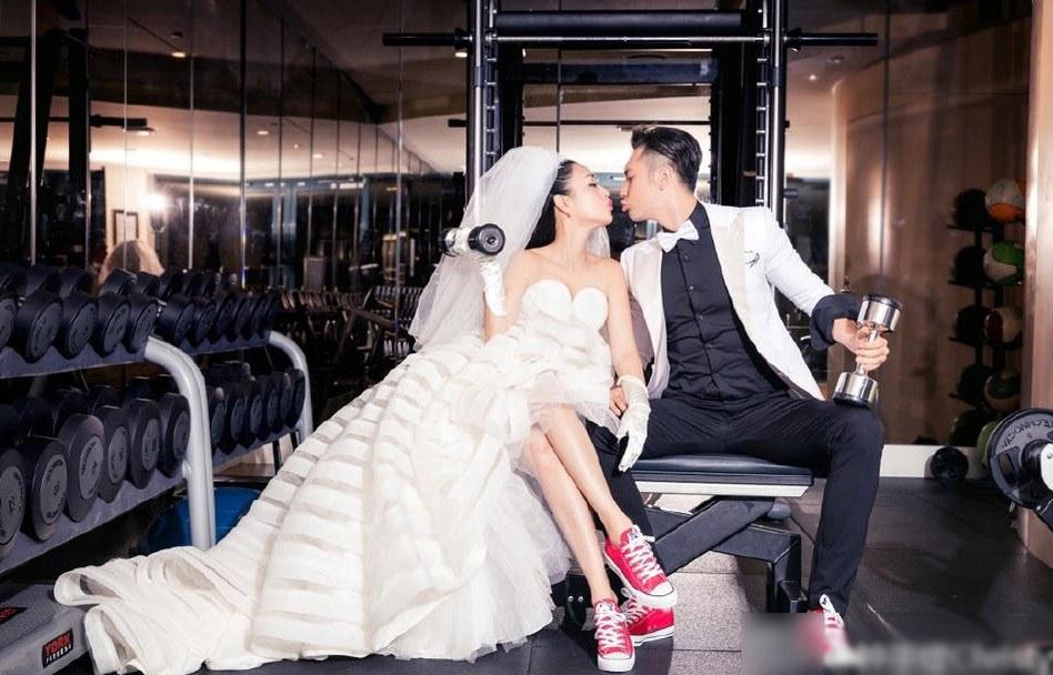 Từ món thời trang bị chê không hợp, giày sneakers giờ là amp;#34;bá chủamp;#34; tại lễ cưới hỏi - 8