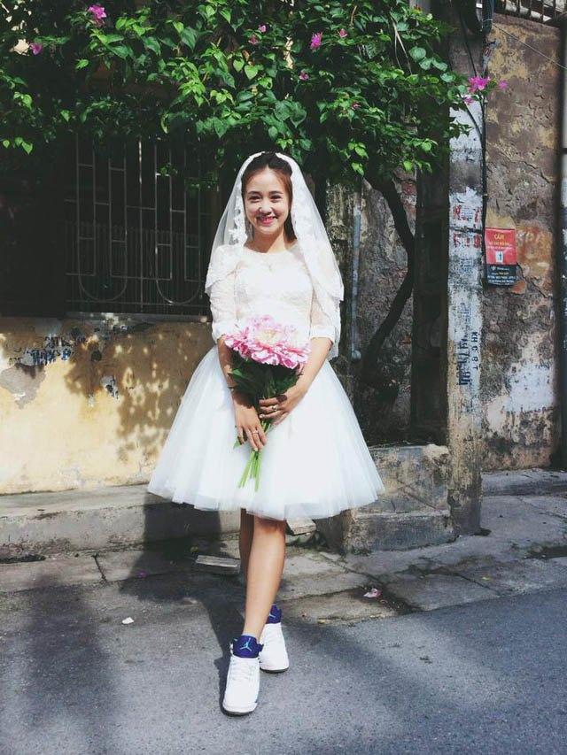 Từ món thời trang bị chê không hợp, giày sneakers giờ là amp;#34;bá chủamp;#34; tại lễ cưới hỏi - 12