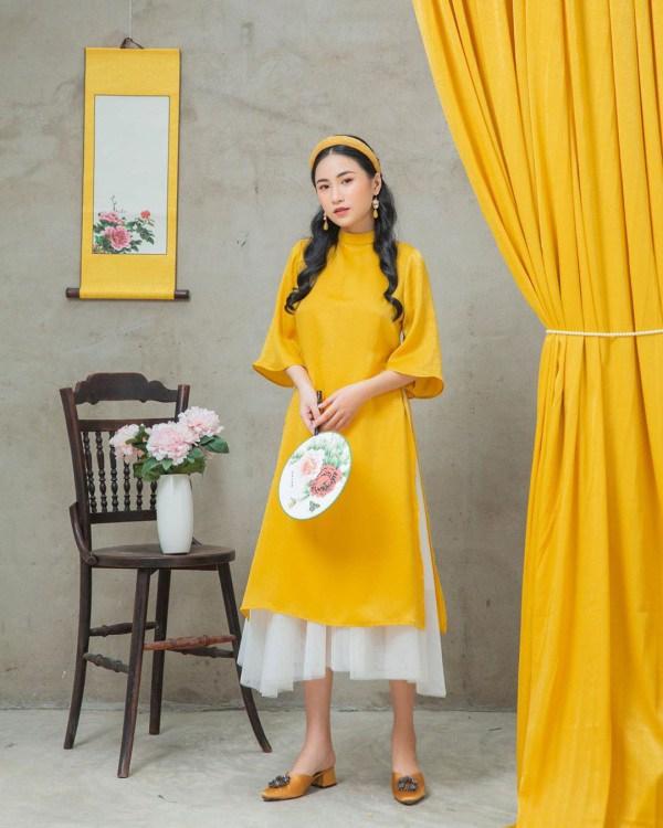 Tết 2021, mỹ nhân Việt diện áo dài cùng loạt phụ kiện thời ông bà: guốc mộc, làn đi chợ - 6