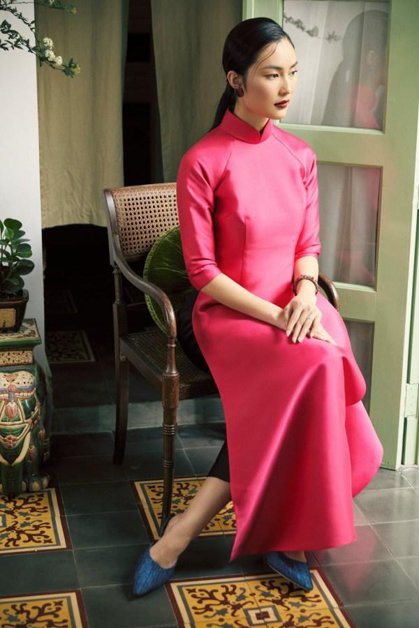 Tết 2021, mỹ nhân Việt diện áo dài cùng loạt phụ kiện thời ông bà: guốc mộc, làn đi chợ - 5