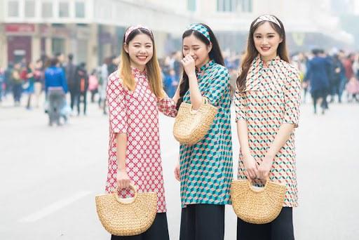 Mặc lại áo dài cũ vẫn đẹp xuất sắc ngày Xuân: 3 mẹo amp;#34;cải tânamp;#34; nàng không nên bỏ qua - 5