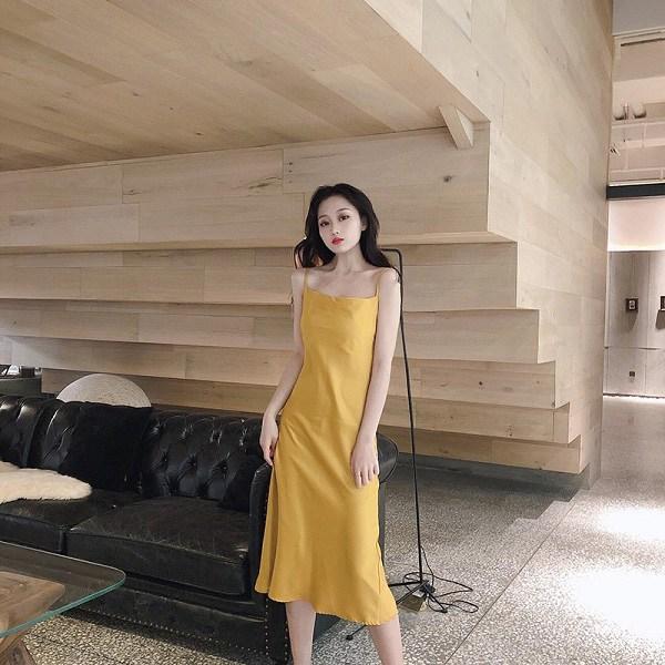 4 mẫu váy hai dây vừa xinh vừa mát, các nàng sắm nhanh còn kịp kỳ nghỉ lễ - 13
