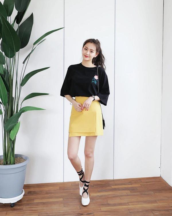 5 kiểu chân váy cứ diện cùng áo phông là đẹp mê, nàng lưu ngay để style thêm sành điệu - 9