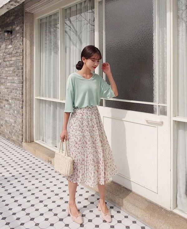 5 kiểu chân váy cứ diện cùng áo phông là đẹp mê, nàng lưu ngay để style thêm sành điệu - 12