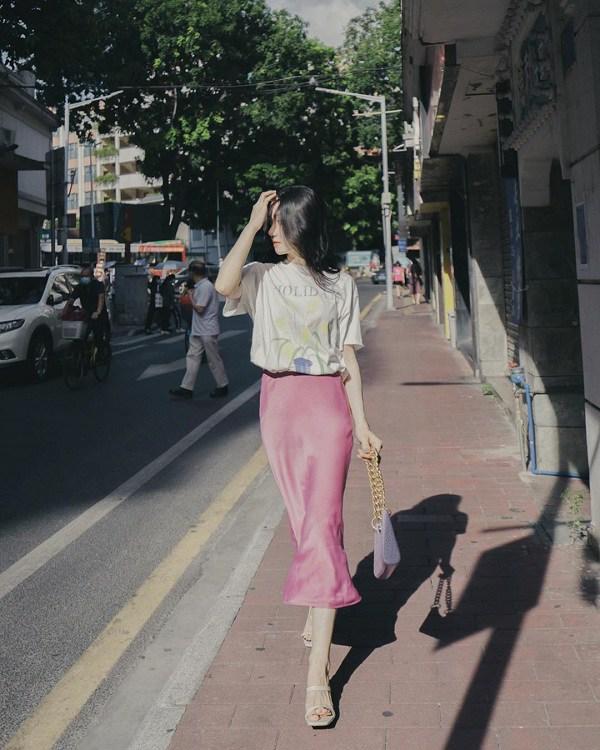 5 kiểu chân váy cứ diện cùng áo phông là đẹp mê, nàng lưu ngay để style thêm sành điệu - 14