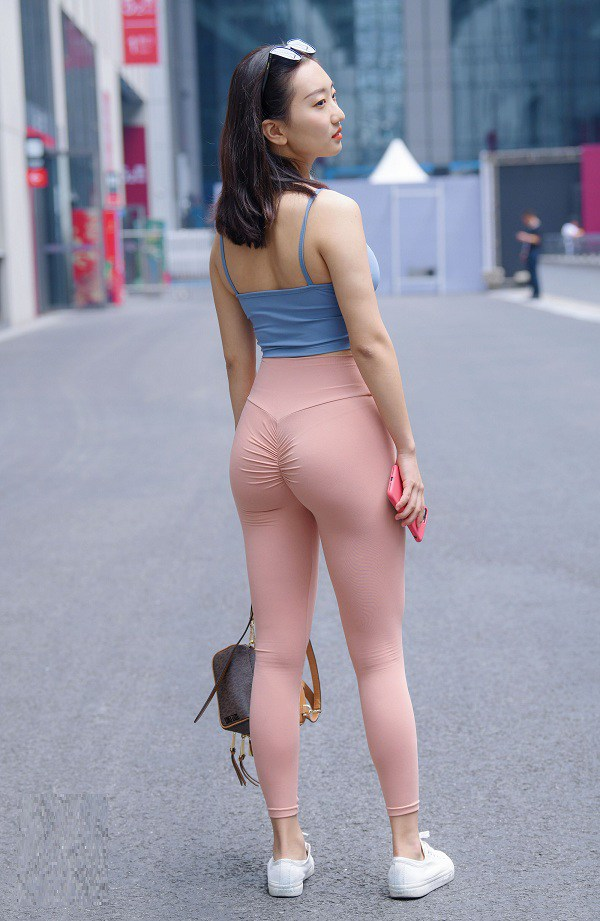 Đồ tập gym mặc ra phố tưởng quyến rũ lại hóa phản cảm, nàng đừng nên mắc sai lầm này - 4