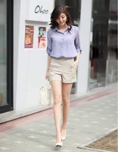Mix quần Short Kaki cùng giày cao gót giúp nàng tự tin khoe đôi chân của mình