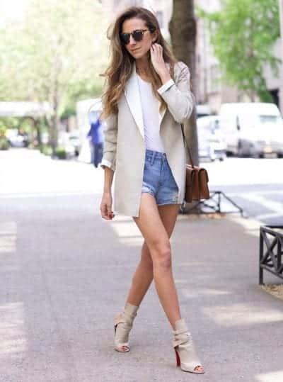 Khoe dáng triệt để với cách phối Short jeans ngắn cùng giày cao gót