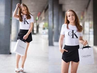 Hoặc bạn có thể phối quần Short giả váy cùng dép Sandal tạo phong cách trẻ trung, năng động