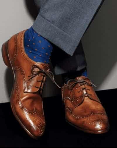 Đôi tất được đi một cách tinh tế là một đôi tất thẳng và gọn gàng chứ không phải một đôi tất gập cổ luộm thuộm