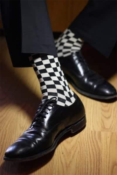 Bạn có thể chọn một đôi tất hoạ tiết như trên thể hiện cá tính của bản thân