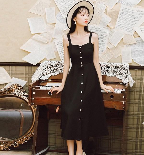 4 mẫu váy hai dây vừa xinh vừa mát, các nàng sắm nhanh còn kịp kỳ nghỉ lễ - 1