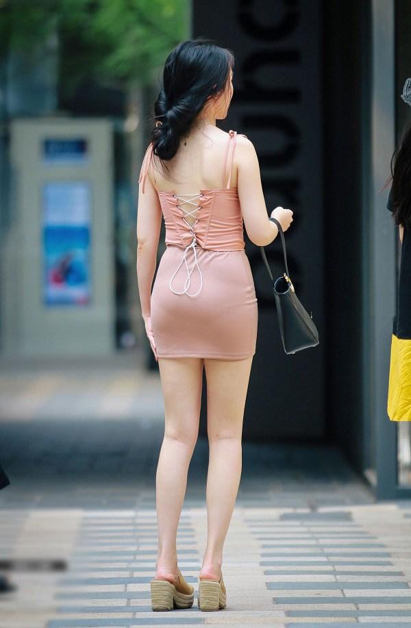 Diện chân váy mà mắc những lỗi cơ bản này, chị em rất dễ bị chê là kém thanh lịch - 1