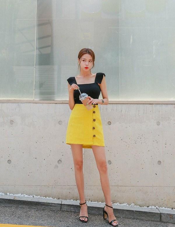 Phối chân váy ngắn với 4 kiểu giày dép này, nàng sẽ ghi điểm tuyệt đối vì style sành điệu - 1