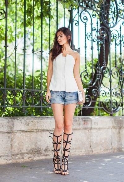 Kết hợp sandal gladiator với một đôi sandal rất cá tính và hợp với quần sooc