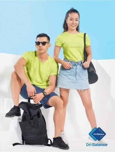 Chân váy jean phối với áo phông